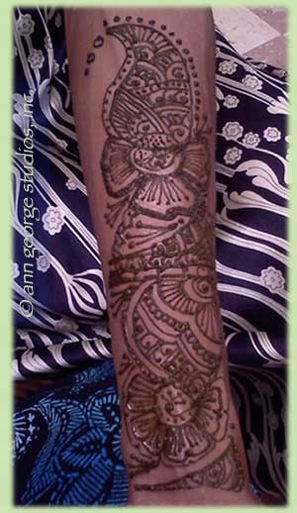 henna tattoo pattern for women of color