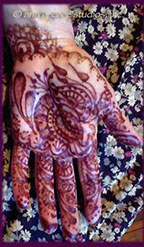 red henna tattoo on palm